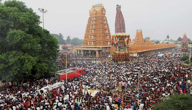 मैसूर में श्री वैंकेटेश्वर स्वामी मंदिर में वार्षिक के दौरान उमड़ी श्रद्धालूओं की भीड़
