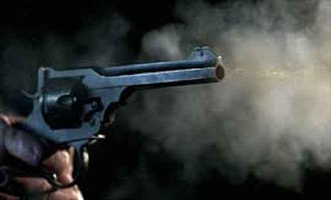 बिहार में उप्र के चुनाव अधिकारी के वाहन पर गोलीबारी