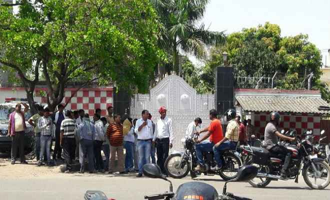 नीरज हत्याकांड: संजीव सिंह के खिलाफ वारंट जारी