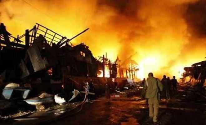 बिहार में नक्सलियों ने 8 वाहन फूंके, जेसीबी चालक की हत्या