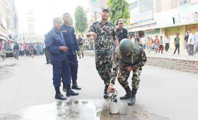 वीरगंज मुख्य सड़क पर लावारिस हाल में मिला बम, मची अफरा-तफरी