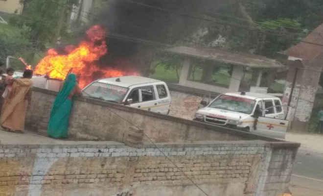 एसकेएमसीएच में मरीज व डॉक्टरों के बीच हिंसक झड़प व गोलीबारी, एंबुलेंस फूंकी