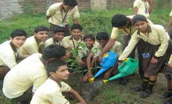 पृथ्वी दिवस पर बच्चों ने पर्यावरण रक्षा का लिया संकल्प