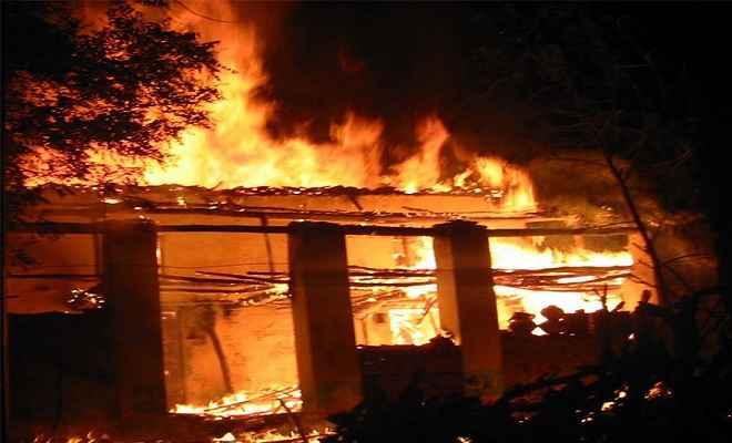 पशुशाला में आग लगने से तीन मवेशी जिंदा जले