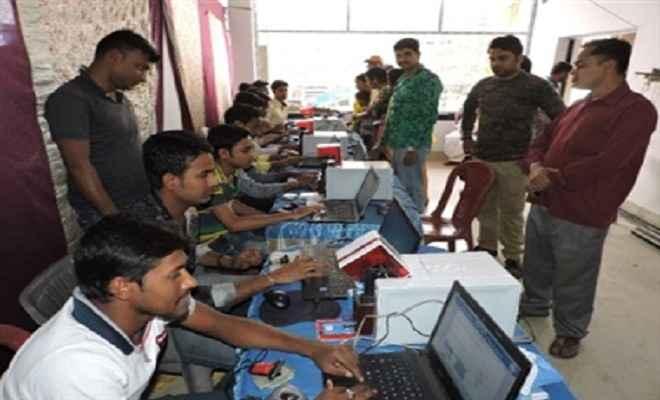 सीवान के भीखपुर गांव में 102 लोगों को बना स्वास्थ्य कार्ड
