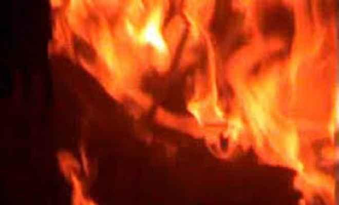 दो घरों में लगी आग, लाखों का नुकसान