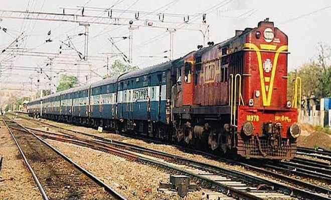 रेलगाड़ी से कटकर छह लोगों की मौत
