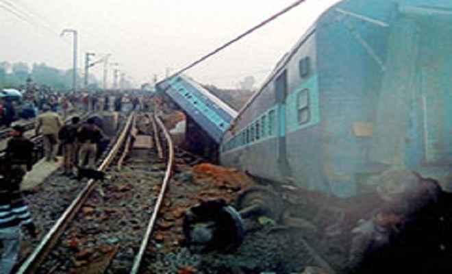 बिहार रेल हादसा: मालगाड़ी से कटकर आठ की मौत, छह घायल