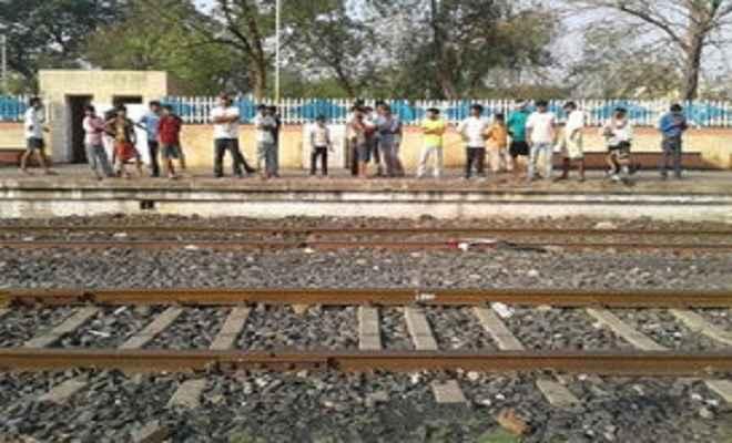 ट्रेन से कटकर युवक की मौत