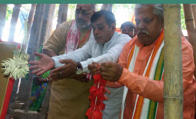 केंद्रीय मंत्री गिरिराज ने की कालूचौक स्थित विवादित काली मंदिर में पूजा, कहा- मंदिर बना कर रहेंगे
