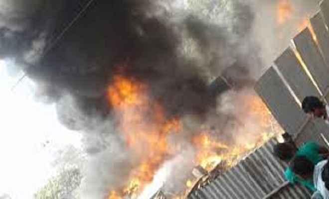 दुकान में आग लगने से जली लाखों की संपत्ति