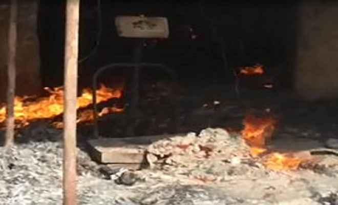 गिरिडीह फल मंडी में लगी आग, लाखों का फल जलकर नष्ट