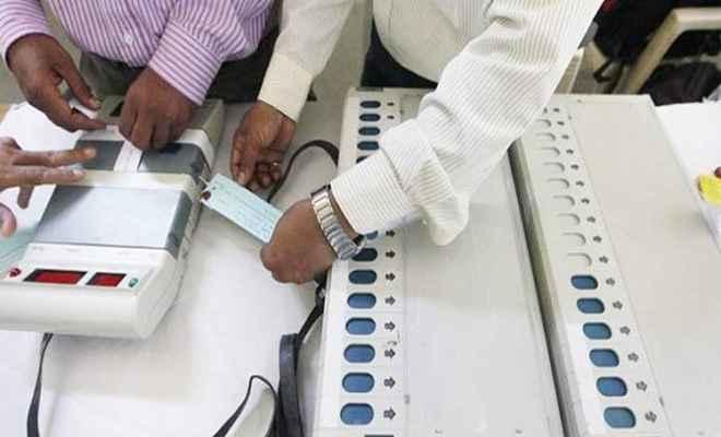 70 चुनावकर्मियों को दिया गया ईवीएम संचालन का प्रशिक्षण