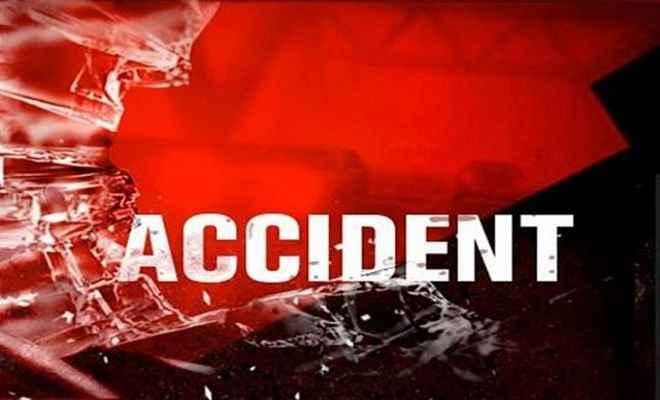 सड़क दुर्घटना में पांच की मौत, 12 घायल
