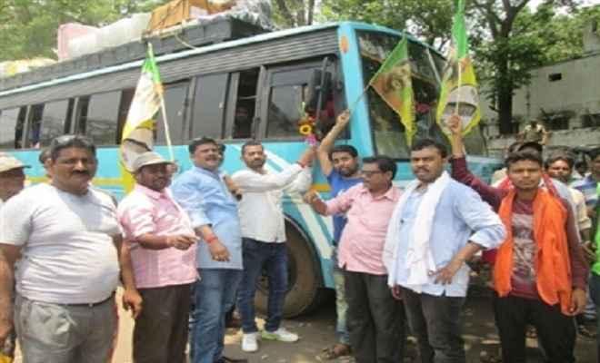 झाविमो कार्यकर्ताओं ने बोरियो मुख्य पथ किया जाम