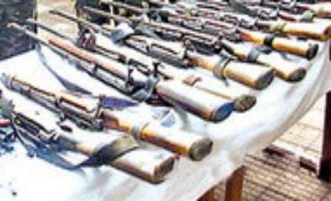 लोहरदगा में फिर मिला हथियारों का जखीरा