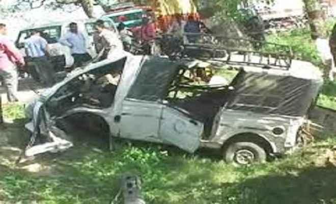 ट्रक ने टाटा मैजिक को मारी टक्कर, एक बच्चे की मौत