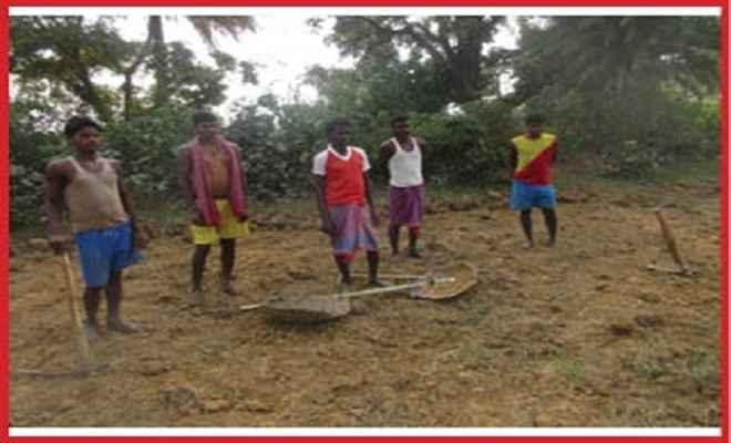 भरनो में तालाब और डोभा निर्माण में अनियमितता का आरोप