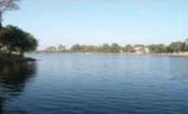 हजारीबाग : एसपी के नेतृत्व में झील में चला ''सफाई अभियान''