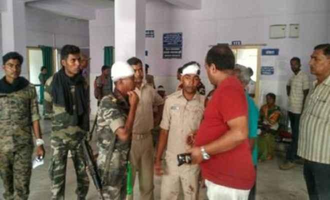 पुलिस पर ग्रामीणों ने किया हमला, 6 पुलिसकर्मी घायल