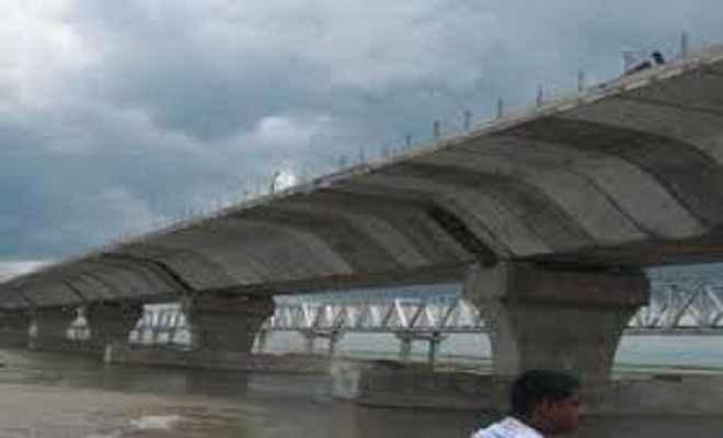 पुल निर्माण कार्य 17 वर्षो से पड़ा है अधूरा