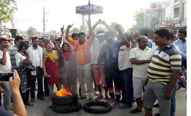 चार दिनी मधेश बंद के दौरान राजपा का प्रदर्शन, लगाएं सरकार विरोधी नारे