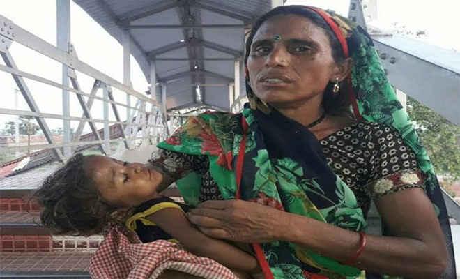 शेखपुरा स्टेशन पर भीड़ में दबकर सात माह के बच्चे की मौत