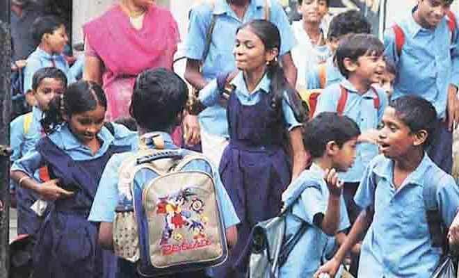 सरकारी स्कूल की स्थिति देख सकते में एसपी