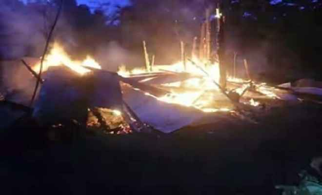 कालिम्पोंग: पुलिस आउटपोस्ट में लगायी आग