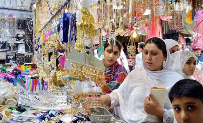 ईद-उल-फितर की खरीदारी को ले बाजारों में बढ़ी चहल पहल