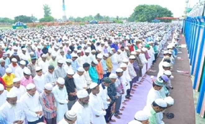 अंजुमन इस्लामिया मैदान में ईद की नमाज शांतिपूर्ण अदा