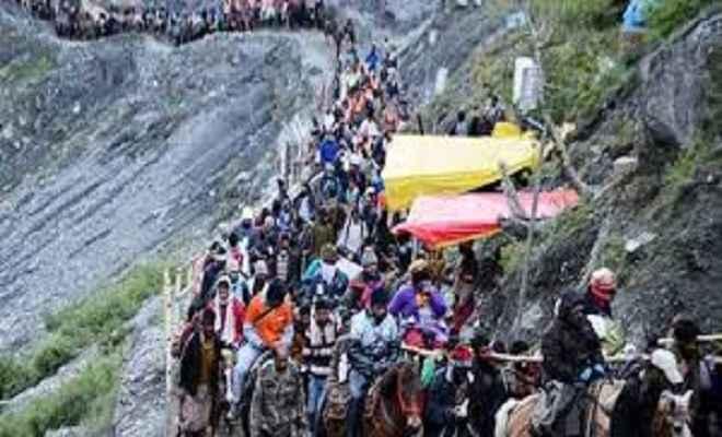 कड़े सुरक्षा प्रबंधों के बीच जम्मू से अमरनाथ यात्रा का पहला जत्था रवाना