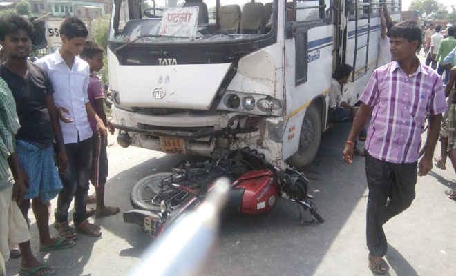 150 मीटर तक बाइक को घिसटती चली गई बस, सवार की मौत, दूसरे की हालत गंभीर