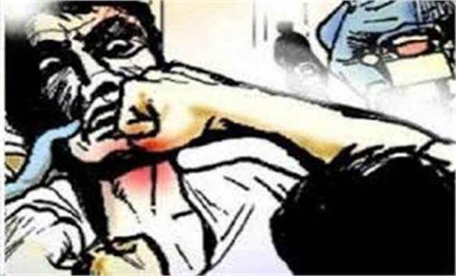 मोतिहारी के मजुराहां में भूमि कब्जा करने में दो पक्षों के दर्जन लोग घायल