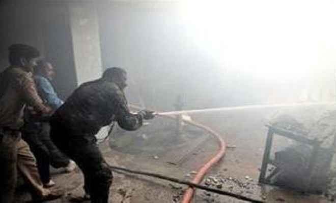हार्डवेयर दुकान में लगी आग, लाखों का नुकसान