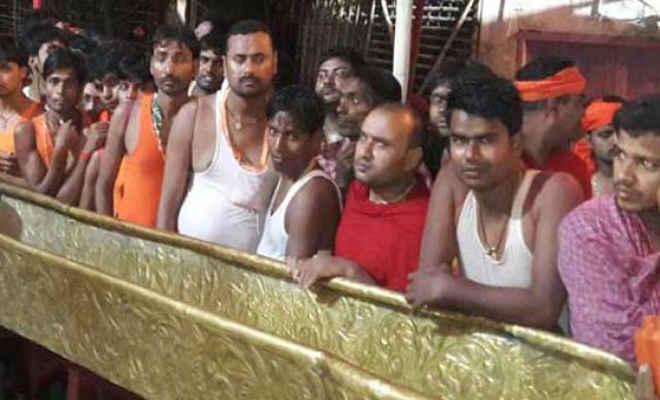 पहली सोमवारी को बाबा गरीबनाथ मंदिर में उमड़ी भीड़, आधी रात से ही लगने लगी लाइन