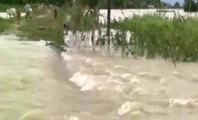 नेपाल की मैची नदी में उफान, गांवों में घुसा बाढ़ का पानी