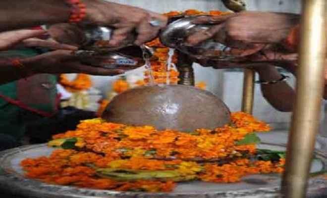 बासुकीनाथ धाम में श्रद्धालुओं को पसंद है शांखा व चुड़ा