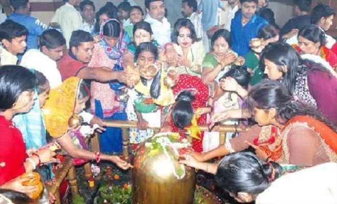 शिवालयों में उमड़ी शिव भक्तों की भीड़