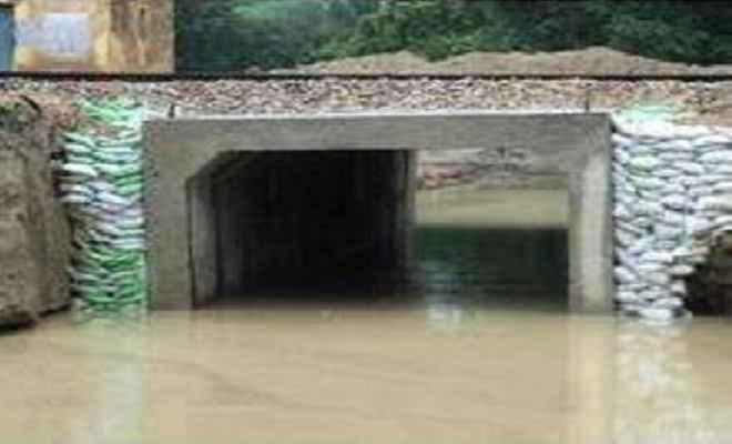 कटिहार अंडरपास मार्ग में जलभराव से बढ़ी दिक्कत