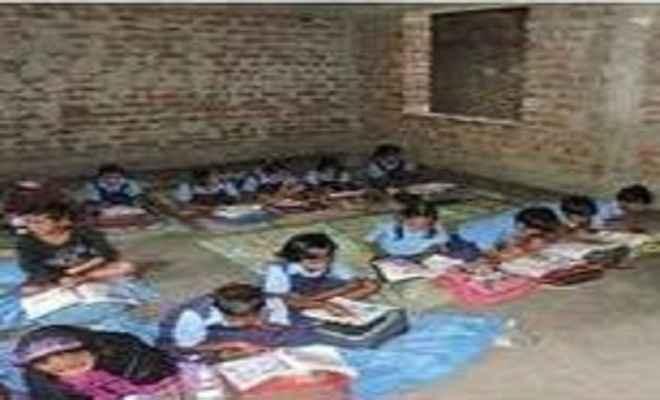 एक शिक्षक के भरोसे चल रहा है उर्दू प्राथमिक विद्यालय नवाडीह