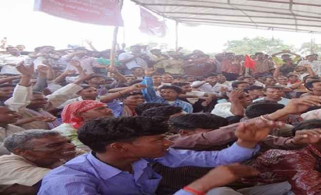शहरीकरण के विरोध में रैयतों ने निकाली विरोध रैली