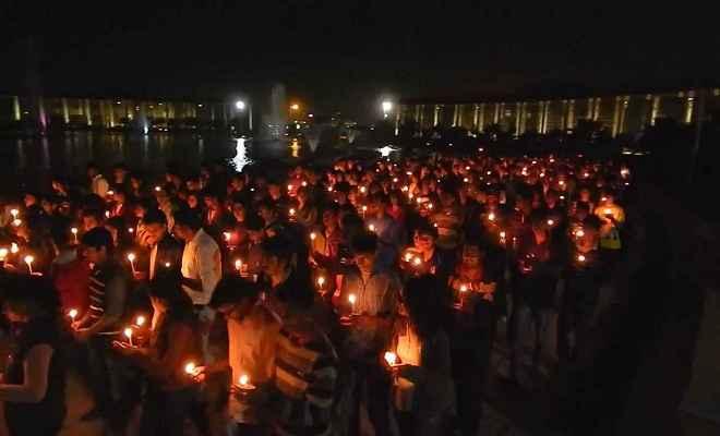 पीयूष हत्याकांड : हत्यारे को फांसी देने की मांग को लेकर कैंडल मार्च