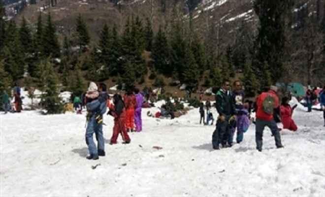 शिमला में सैलानी उमड़े, पर्यटन कारोबारी खुश