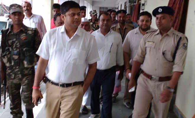 डीएम पहुंचे रक्सौल, कस्टम अधिकारियों से की वार्ता