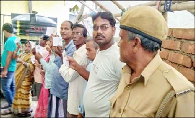 मतदान की शुरुआत में ही भाजपा पोलिंग एजेंट के अपहरण का आरोप