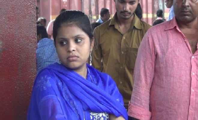बेटी को बचाने के लिए गरीब बाप खा रहा दर-दर की ठोकरें