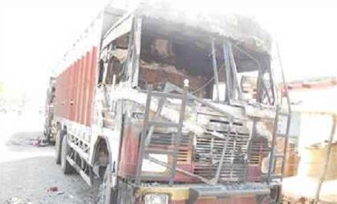 ट्रक ने दो साईकिल सवार को कुचला, एक की मौत, दूसरा गंभीर