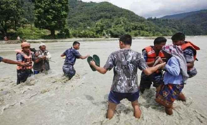 नेपाल में बाढ़ और भूस्खलन में 55 मरे, 700 पर्यटक फंसे