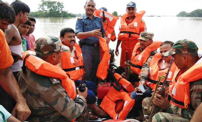 केसरे हिन्द बन्ध टूटने से स्थिति भयावह,रामगढ़वा के बाढ़ग्रस्त क्षेत्रों में पहुंची एनडीआरएफ टीम